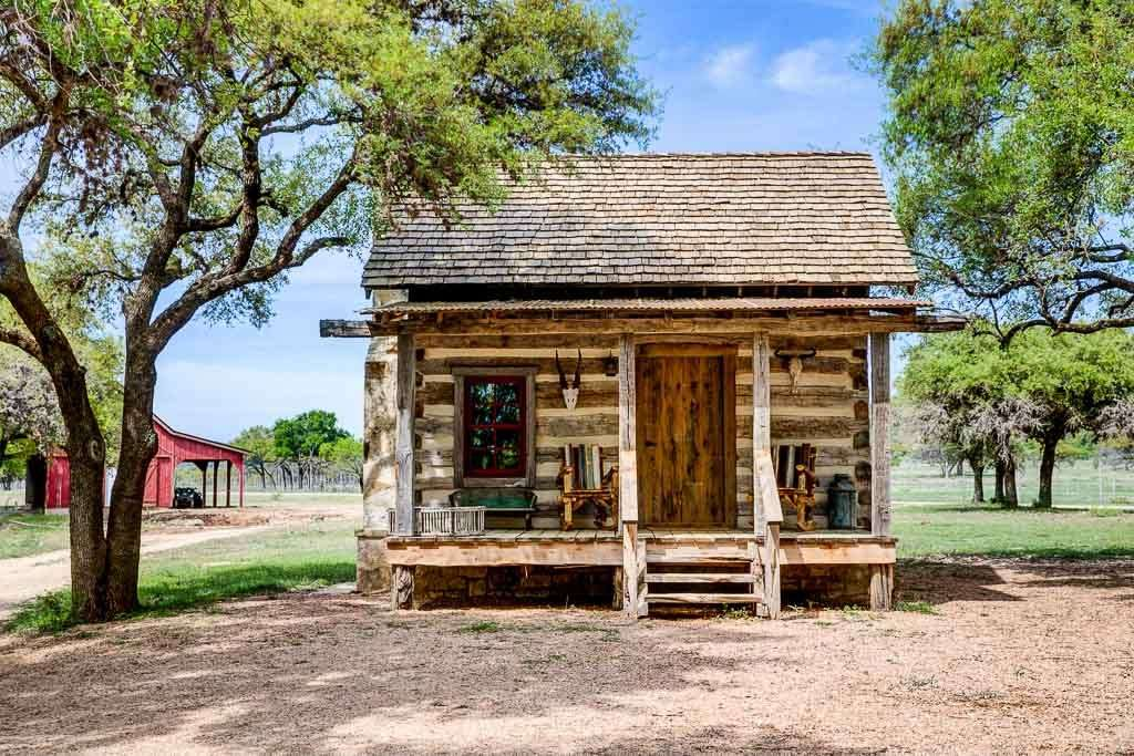 antique-cabins-1024x683