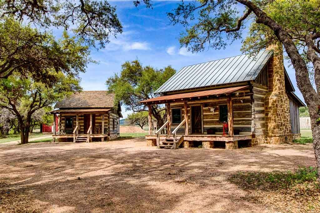 texas-cabins-1024x683