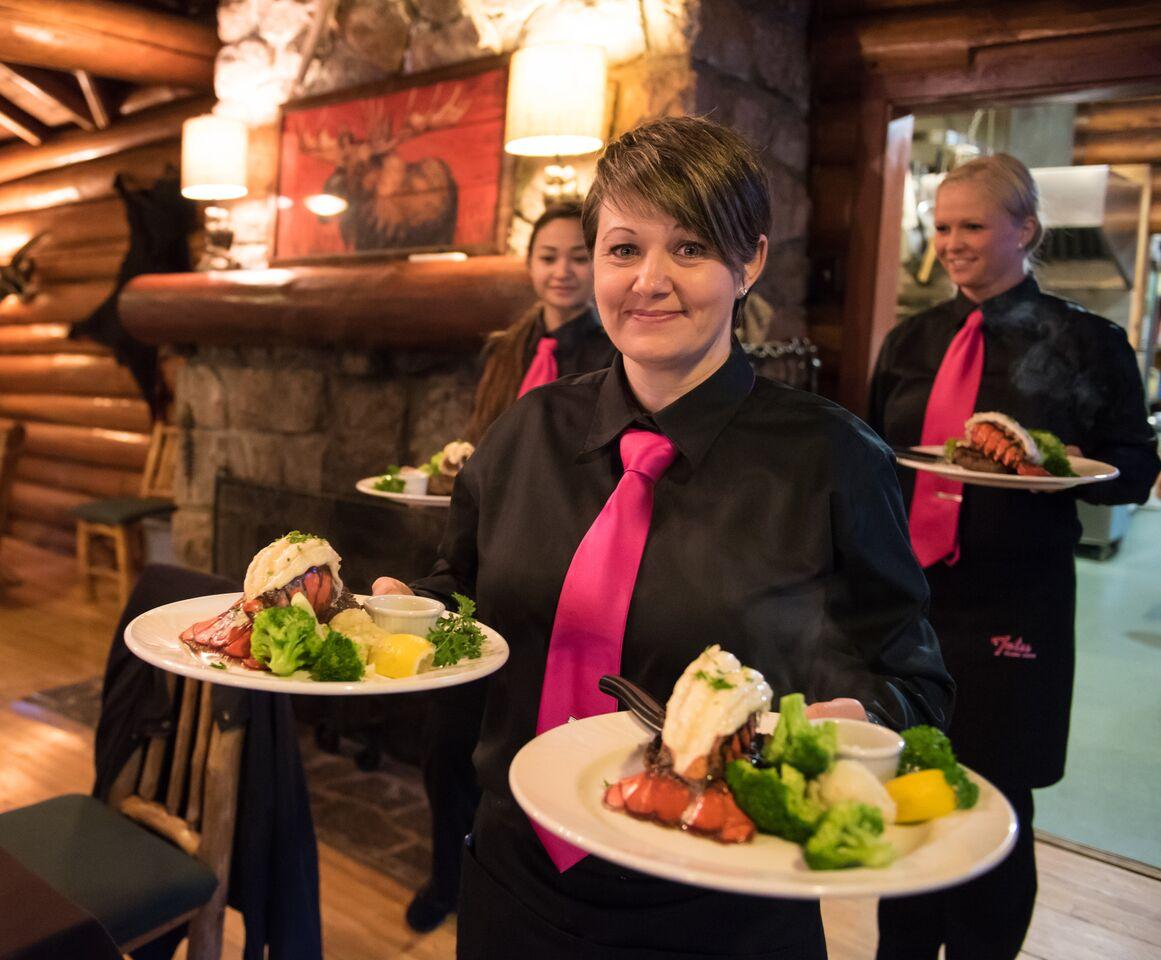 Ontario lodge dining